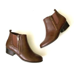 NWOT Unisa zip up pancey booties size 8.5